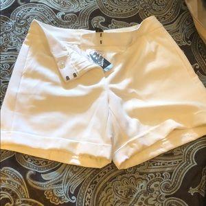 White shorts ! Really cute !
